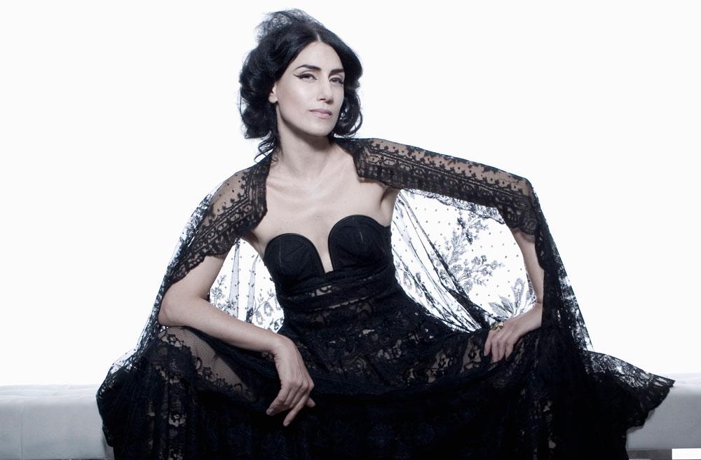 רונית אלקבץ. הרבה לפני שהסלבס המקומיות הבינו את חשיבותה של אופנה ככלי מיתוג, היא כבר מכרה את נשמתה ללנוון (צילום: אופיר קדמי)