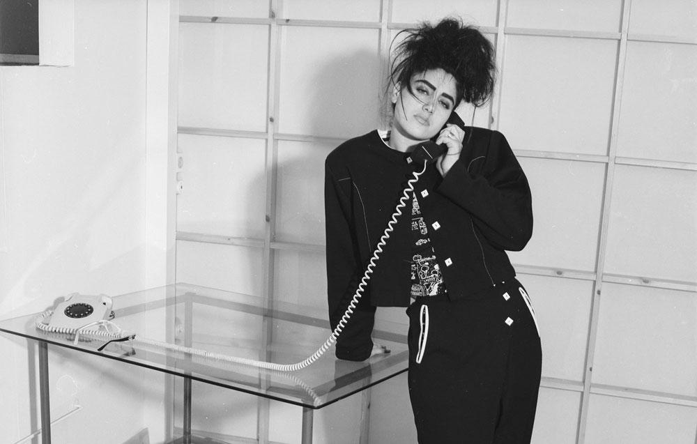 """אלקבץ בצילומים לאילנה אפרתי בשנת 1987. """"היא הפגינה אישיות חזקה, כזו שמוסיפה ערך לצילום"""", אומרת מעצבת האופנה  (צילום: מירי דוידוביץ׳)"""