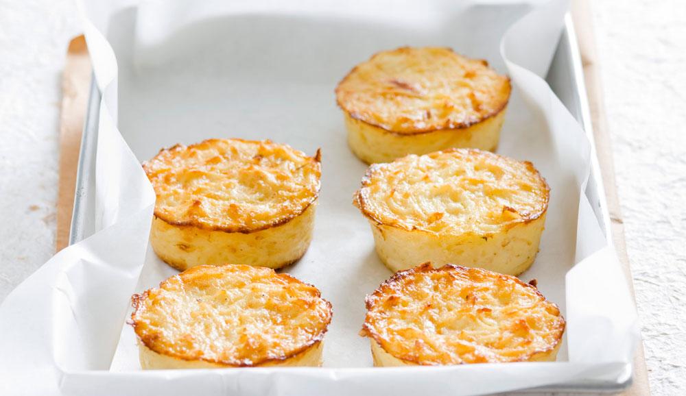 לביבות אפויות של תפוחי אדמה וגבינות ללא גלוטן (צילום: דני לרנר, סגנון: פסי ברניצקי)