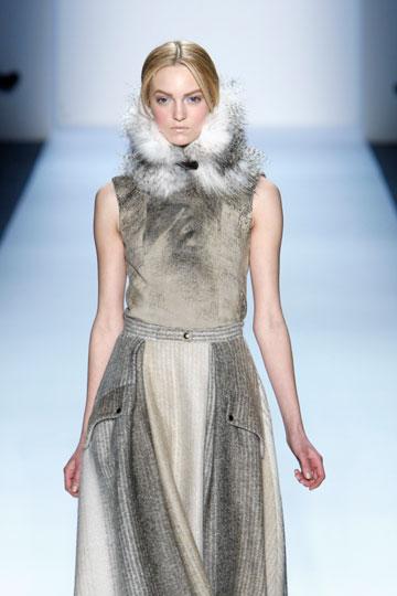 פרווה בתצוגת החורף של כריסטיאן קוטה. ''קישוטים ותוספות מפרווה הם מאוד פופולריים השנה'' (צילום: אתר www.fur-style.com )