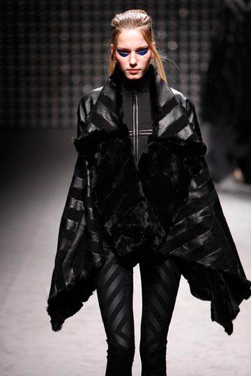 שימוש בפרווה בקולקציית החורף של גארת' פיו (צילום: אתר www.fur-style.com )