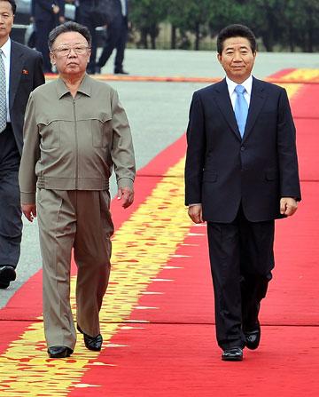 ב-2007 עם נשיא דרום קוריאה רו מו היון, שהתאבד ב-2009 (צילום: gettyimages)