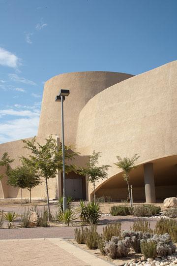 האודיטוריום. המבנה הבולט בבסיס (צילום: טל ניסים )