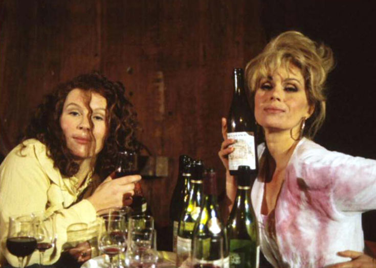 ''אבסולוטלי פאביולס''. סדרת הקאלט הטלוויזיונית שביקרה באופן עקבי ונשכני אושיות מעולם האופנה והבידור