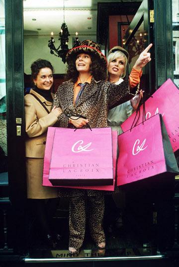 החיים הפיקטיביים של אשת יחסי הציבור אדינה מונסון (ג'ניפר סונדרס) ועורכת האופנה פטסי סטון (ג'ואנה למלי) (צילום: rex/asap creative)