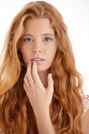 שפתיים יבשות זקוקות להזנה שומנית (צילום: shutterstock)