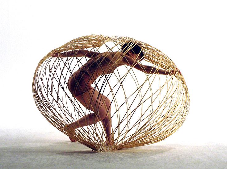 מתוך הסדרה ''רשתות נעות''  של המעצבת ההולנדית מריה בלס (צילום: Maria Blaisse)