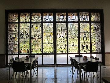 עיטורים מרהיבים בחדר האוכל החדש (צילום: מיכאל יעקבסון)