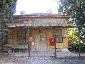 חדר האוכל הישן. כיום: ספרייה (צילום: מיכאל יעקבסון)