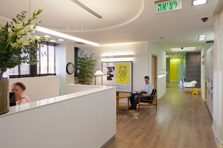 משרדי החברה בדרום תל אביב. 700 מ''ר ל-60 עובדים, רובם בני פחות מ-35 (צילום: שי אפשטיין)