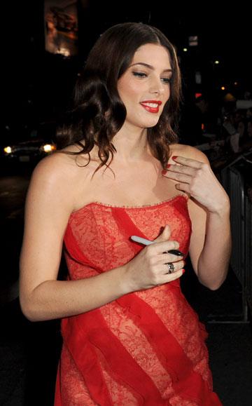 ובתחרות הכיתוב הלא מקורי לשנת 2011: בשמלה אדומה וכו' וכו'. אשלי גרין (צילום: gettyimages)