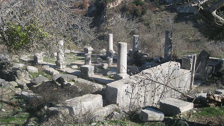 שרידי בית כנסת מהמאה השלישית לספירה. נחל צבעון (צילום: דרור זבדי)