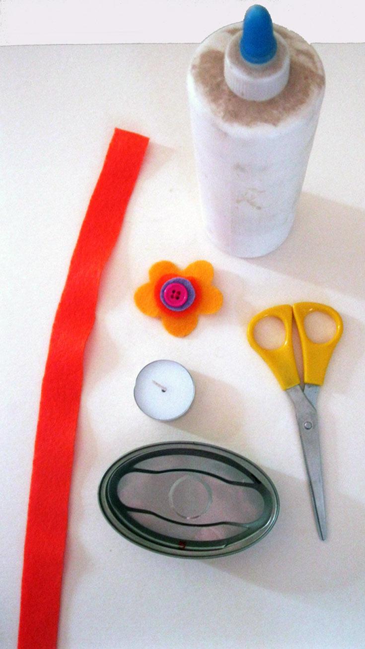 החומרים הדרושים: קופסת טונה ריקה ונקייה, פס לבד צבעוני, קישוט כלשהו, מספריים, דבק פלסטי, נר עגול קטן (צילום: חן קרופניק)