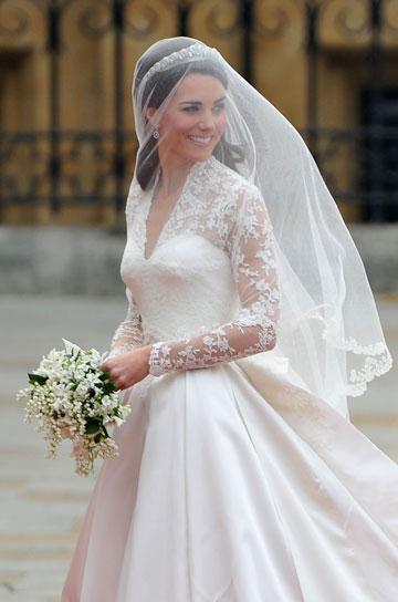 בשמלת הכלה שעיצבה שרה ברטון לאלכסנדר מקווין (צילום: gettyimages)