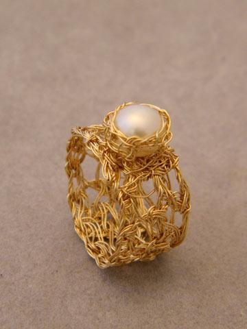 סריגה בחוטי זהב: טבעת קרושה מגולדפילד 14K (צילום: גלית ברק)