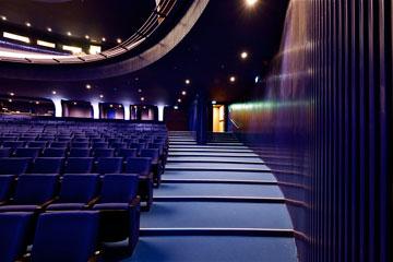 עוד מבט על האולם הסגול (צילום: איתי סיקולסקי)