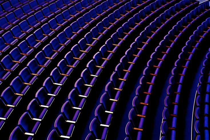 הכל פועל. הכל תקין, הכל רגוע, הכל שקט. להנהלה חשוב לציין שהמושבים הם מחברת וקסמן – כחול לבן, הם מדגישים - ושהם נבחרו במשאל עם. דמוקרטיה (צילום: איתי סיקולסקי)
