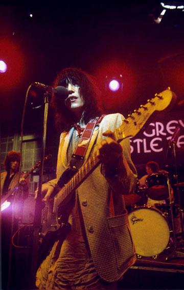 בהופעה בשנות ה-70. מראה פרוע שהלם את התקופה (צילום: rex/asap creative)