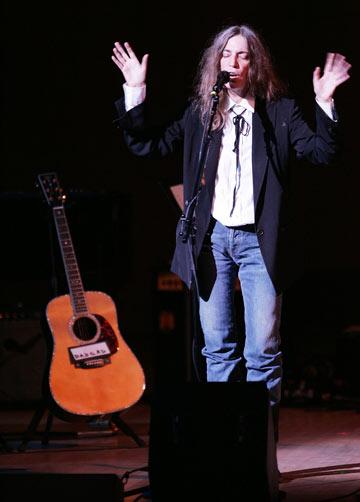 סמית והגיטרה, 2005. לוקחת השראה מכוכבי עבר הוליוודיים (צילום: gettyimages)