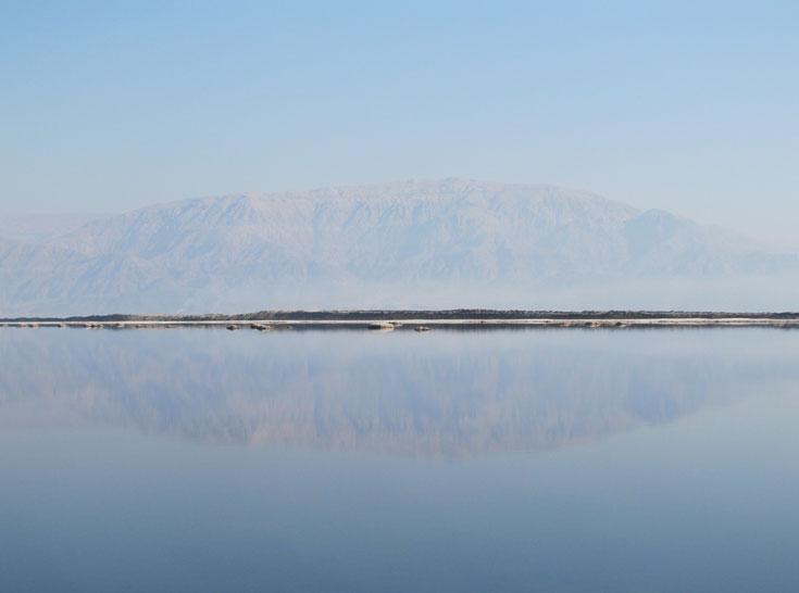 השתקפות הרי אדום (צילום: דרור זבדי)