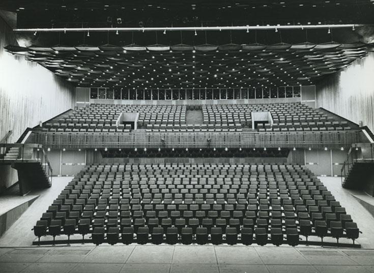 כך נראה אולם התיאטרון הקאמרי (היום בית ליסין) בימים עברו. מצב הבטיחות הנוכחי מעורר דאגה (באדיבות: כרמי אדריכלים)