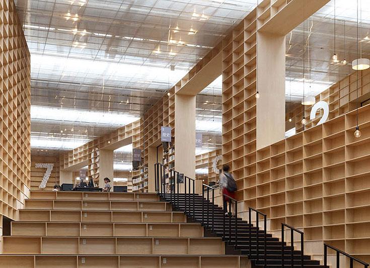 הספרייה שתיכנן פוג'ימוטו באוניברסיטת מוסאשינו - הבחירה של פיצו קדם. ''חוויה מדהימה למשתמש''