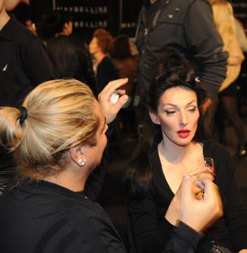 עם הדוגמנית יעל רייך בשבוע האופנה 2011 (צילום: טל ניסים)