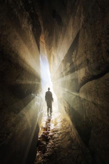 להישאר בחושך, אנלוגיה גם לעולם הנפש (צילום: Shutterstock)