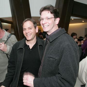 הורוביץ (משמאל) עם בן זוגו, עידו ריקלין (צילום: רפי דלויה)