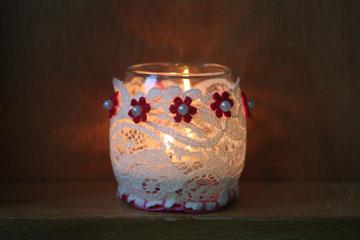 אדום ולבן. הנר השמיני (צילום: דליה ברנובר)