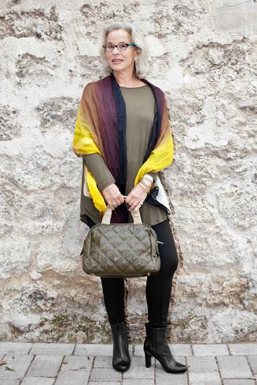 דניאלה פז-אורה בבגדים של רונן חן. ''אהבתי את הפריטים שמקבלים את הצורה של הגוף, זה הכי חשוב לנשים בגילי'' (צילום: ענבל מרמרי)