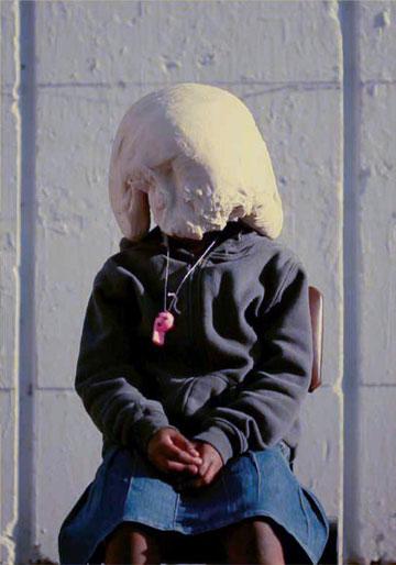 ילדי קן השומר הצעיר עם בצק על הראש (צילום: באדיבות מאיר טאטי)