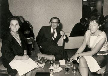 חיים וריבה (משמאל) פנחל באירוע חברתי, 1960 (עיבוד תמונה: אבי חי)