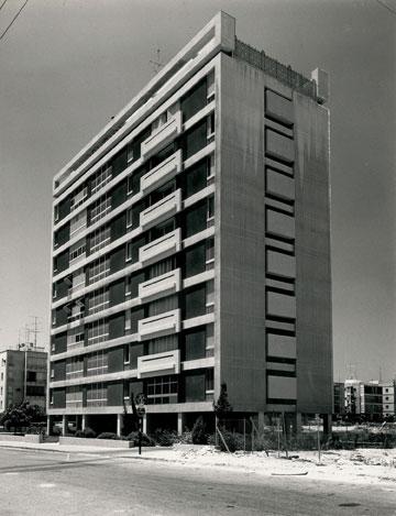 בית מגורים ברחוב גלוסקין, סמוך לכיכר המדינה בת''א (עיבוד תמונה: אבי חי)