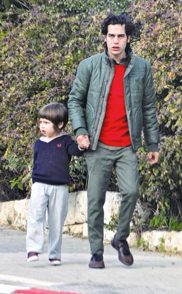 """""""במקום הראשון"""". עם בנו, דילן (צילום: רועי חביב)"""