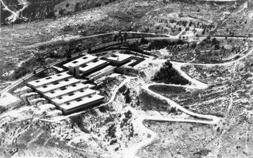 בית החולים הפסיכיאטרי (היום גריאטרי) ''עזרת נשים'' במורדות הר המנוחות בירושלים (באדיבות צפור אדריכלים)