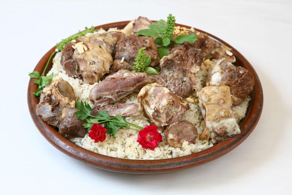 מנסף - אורז עם בשר (צילום: גלעד בן שץ)