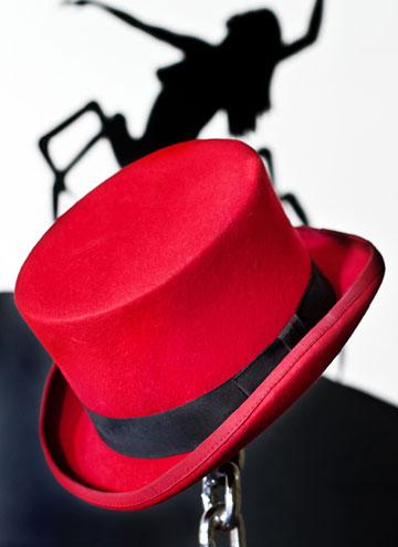 ''אני מאוד אוהב כובעים. למה? כיוון שהם מארזת טובה לפרצוף המכוער שלי'' (צילום: ענבל מרמרי)