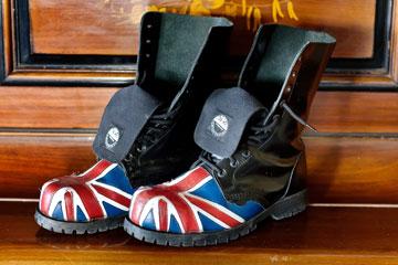 ''אני אוהב נעלי צבא גבוהות'' (צילום: ענבל מרמרי)
