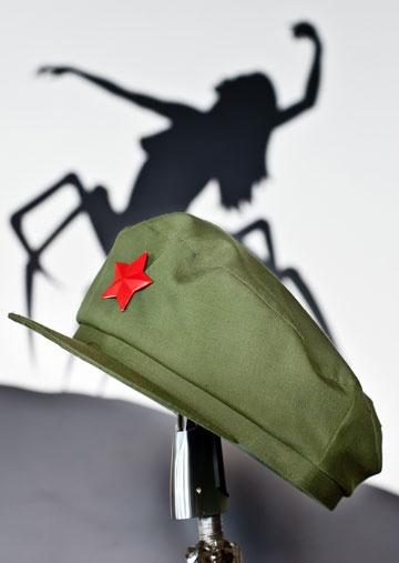 מאוסף הכובעים של אלי זולטא (צילום: ענבל מרמרי)