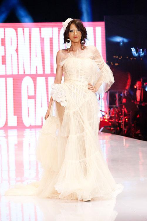 דנה אינטרנשיונל בשמלה של ז'אן פול גוטייה בערב הפתיחה (צילום: ענבל מרמרי)