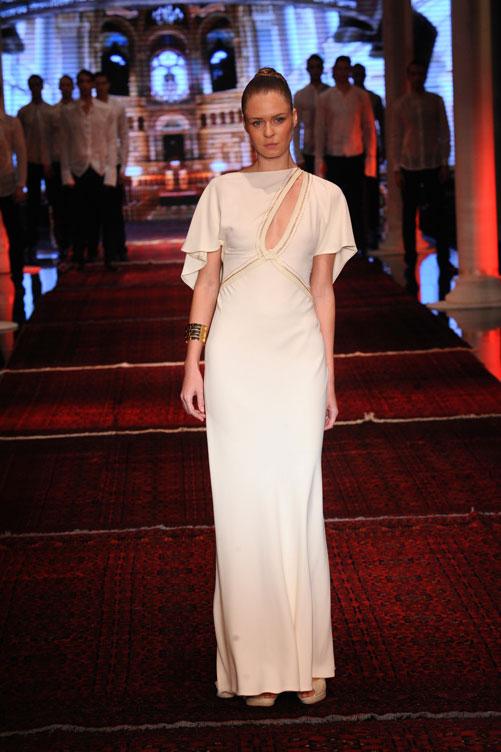 השמלה של חן מירון. בהשראת תפילין (צילום: ערן סלם)