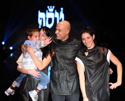 לא לבד בצמרת. יוסף עם אורית זמוש ודניאל ארז בסיום התצוגה (צילום: ערן סלם)
