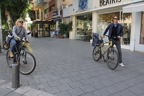 פפר ודגן על מדרכות תל אביב (צילום:ניר פקין)
