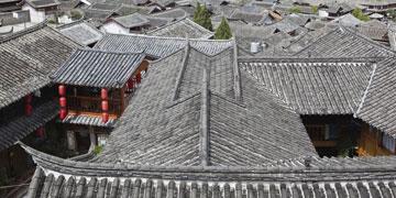 - והשני חשב על חצרות וגגות של כפר סיני (צילום: shutterstock)