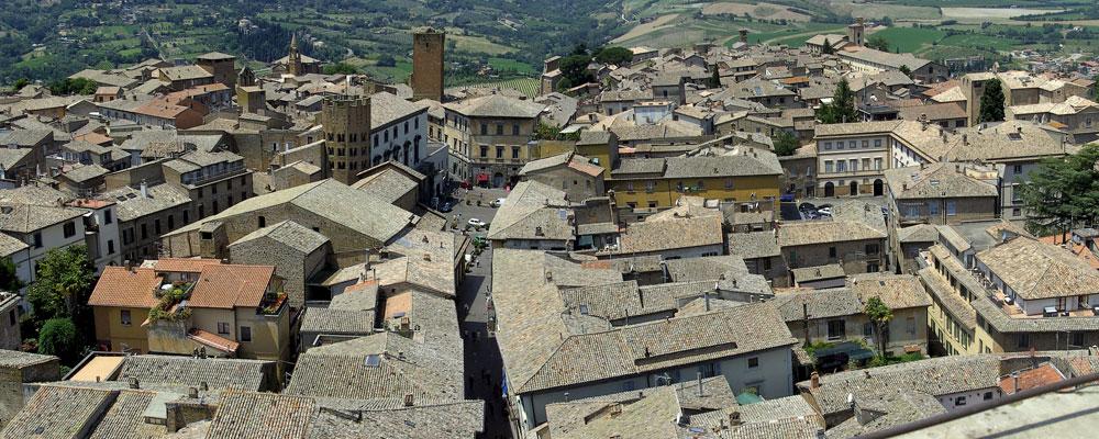 הגגות של אורבייטו, העיר האיטלקית הציורית. סגל אומר שהיא שימשה לו השראה לגגות ולחצרות של הספרייה הלאומית בירושלים, בעוד שהאולר שאב השראה מכפרים סיניים טיפוסיים. התוצאה, אכן, דומה (צילום: High Contrast, cc)