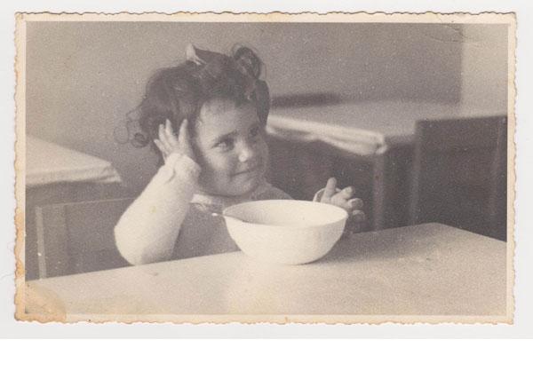 שוב מרק? אסנת לסטר לפני שלמדה לאהוב מרקים (מתוך אלבום משפחתי)