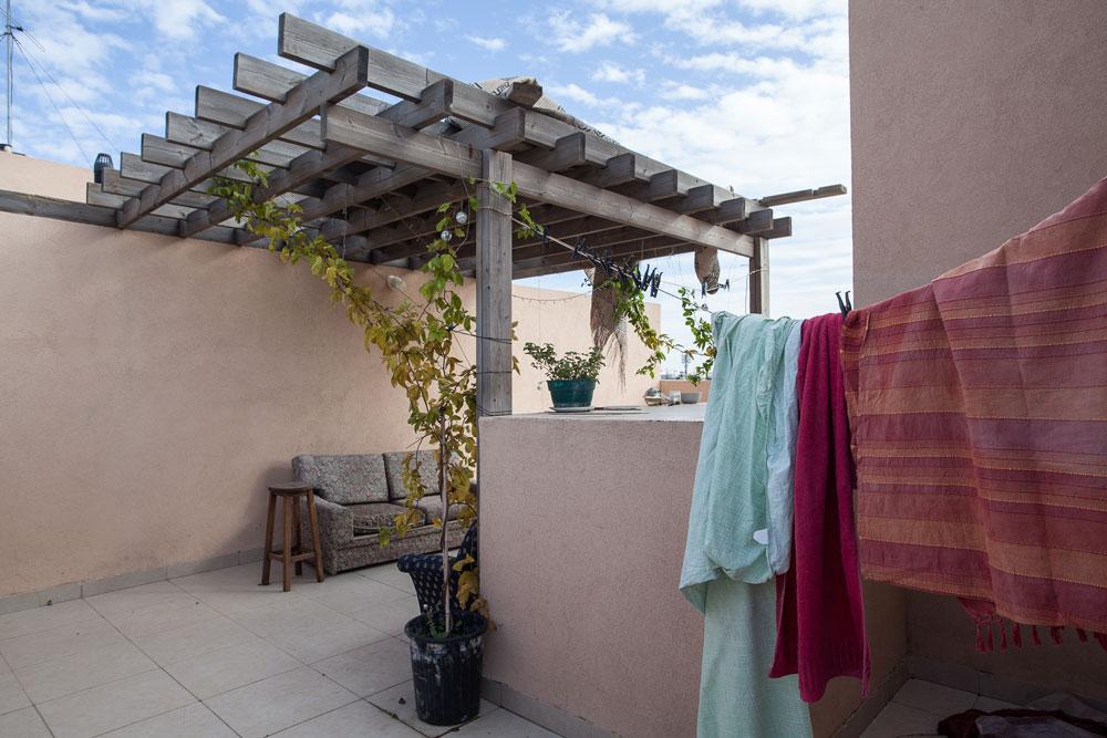 זולה על הגג, המקום המועדף על שפיר בדירה (צילום: טל ניסים)