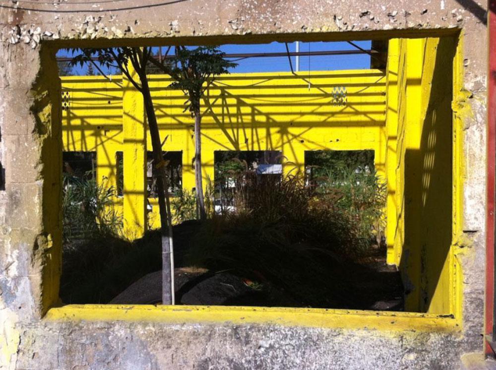הזוכה בציון לשבח: הפרויקט ''עבודה זרה'' של אדריכל הנוף אמיר לוטן, שהוקם במסגרת הביאנלה בבת ים ונשאר על מכונו (באדיבות אמיר לוטן)