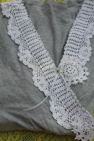 חולצה מקושטת בקרושה (צילום: דליה ברנובר )